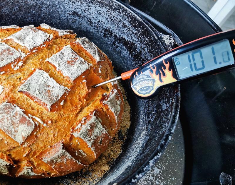 Rosmarin-Brot aus dem Dutch Oven. Foto: Jeanette Scheffert